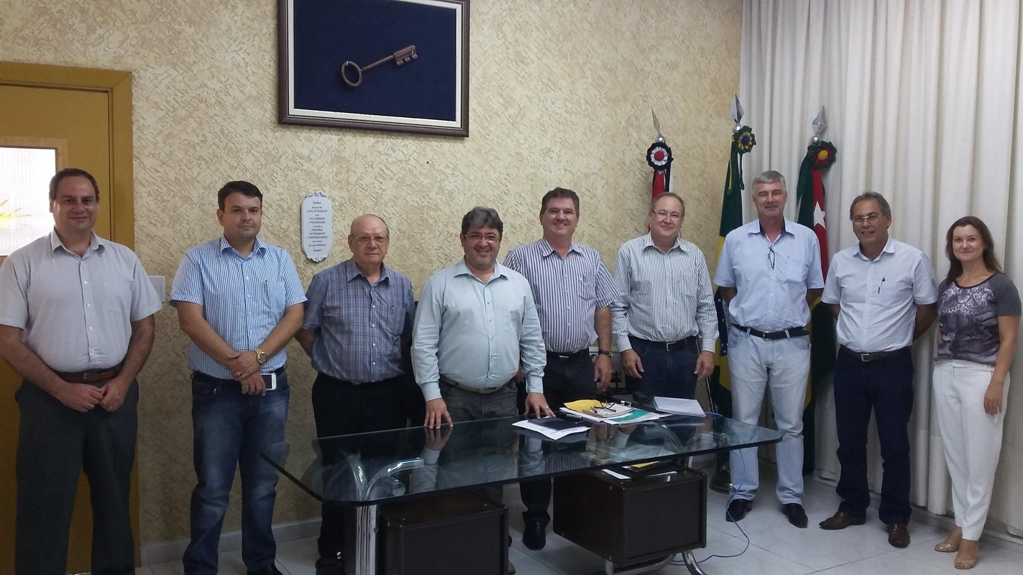 Prefeito de Dracena recebe a visita do Prof. José Gonzaga e Direção da Reges